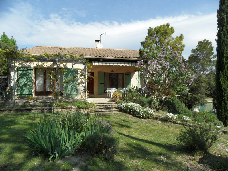 Villa at the output of a hamlet North Vaucluse, on the road to Vaison la Romaine peacefull place
