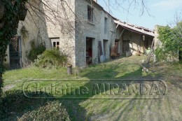 Farmhouse to be restored North Vaucluse on 7,4132 ac of land close to St Restitut